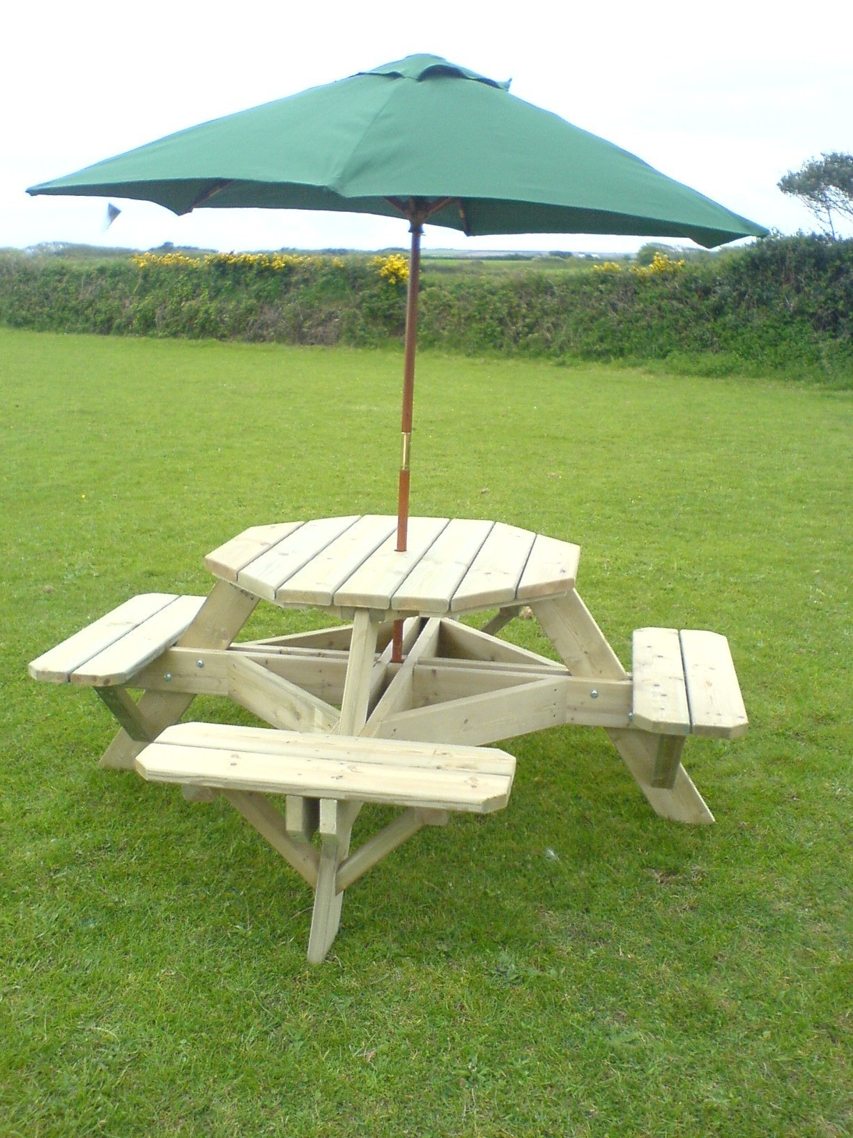 Garden Furniture - Picnic table parasol