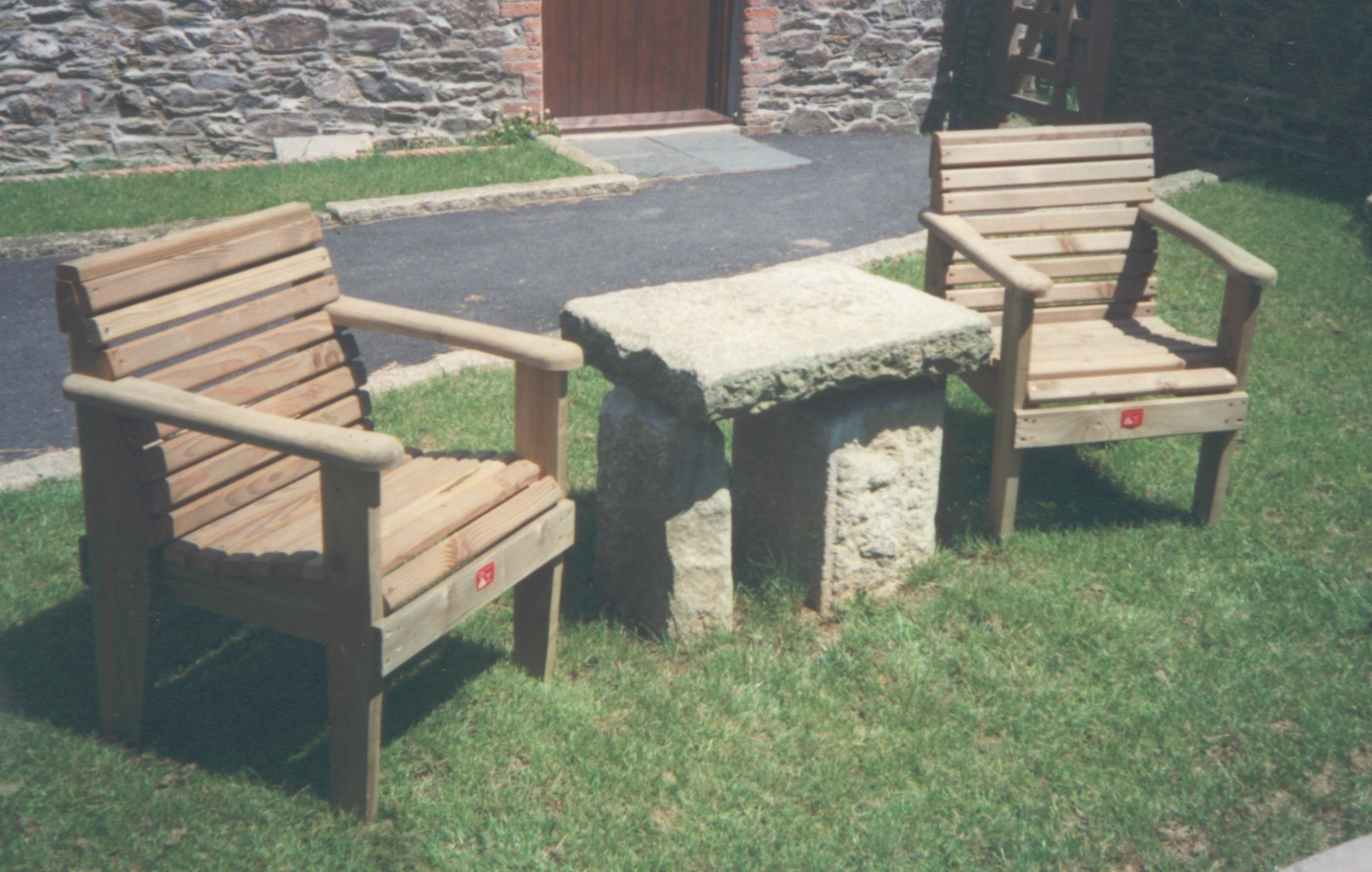 SINGLE BENCH PAIR 01